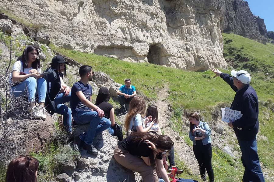 ՃԿՊԱ ուսանողները՝ երկրաբանական երեւույթների հետքերով